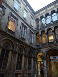 Trevlig borggård i mitten av Budapest royaltyfri bild