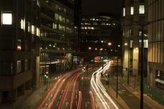 Trevlig det fria i London med trafik på gatan Royaltyfria Bilder