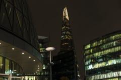 Trevlig det fria och arkitektur i London med skärvabyggnaden i bakgrund Fotografering för Bildbyråer