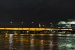 Trevlig det fria och arkitektur på natten i London Storbritannien Royaltyfria Foton