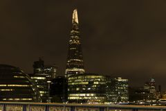 Trevlig det fria och arkitektur på natten i London Storbritannien Royaltyfria Bilder