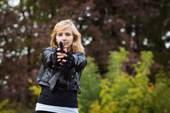 Trevlig flicka med armar Arkivbilder
