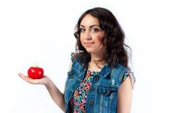 Trevlig flicka och tomat Arkivfoto