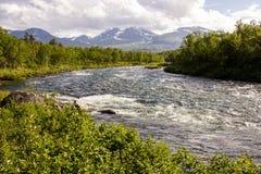 Trevlig flod för rafting! Arkivbild