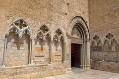 Trevlig forntida gatadetalj i en spansk stad Gerona Fotografering för Bildbyråer