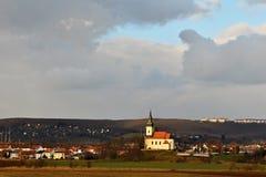 Trevlig forntida kyrka Troubsko - södra Moravia - Tjeckien kyrklig novgorod för antagande Arkivfoton