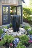 Trevlig grönt hus- och rabattdesign Royaltyfria Bilder
