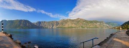 trevlig havssikt för berg Royaltyfria Foton