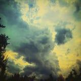 Trevlig himmel med stora moln Royaltyfria Foton
