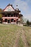 Trevlig historisk byggnad i Pustevny Royaltyfria Foton