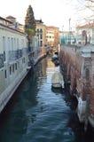 Trevlig kanal på Rio De La Salute In Venice arkivbild