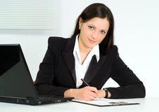 trevlig kontorsworking för flicka Royaltyfri Fotografi