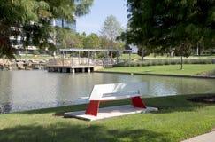 Trevlig landskapdesign i Hall Park Frisco TX Arkivbilder