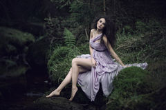 trevlig landskapkvinna för natur Royaltyfri Foto