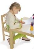 Trevlig liten flicka som leker med Royaltyfri Foto