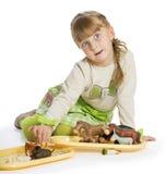 Trevlig liten flicka som leker med Arkivfoto