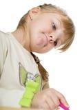 Trevlig liten flicka som leker med Royaltyfri Bild