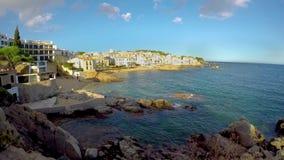 Trevlig liten spansk by Calella de Palafrugell i Costa Brava av Spanien lager videofilmer