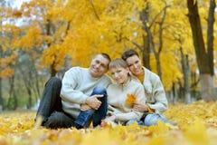 Trevlig lycklig familj Arkivbild