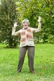 Trevlig lycklig gammal kvinna Arkivbild