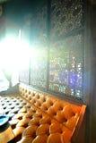 Trevlig orange sofa Arkivbilder