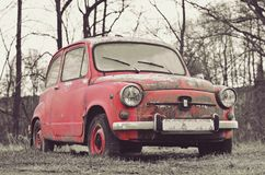 Trevlig rosa gammal bil med retro effekt Fotografering för Bildbyråer
