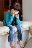 trevlig SAD litet barn för flicka Fotografering för Bildbyråer