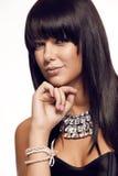 Trevlig sexig brunettstående med smycken Royaltyfri Foto