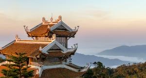 Trevlig sikt för berglandskapsolnedgång från lodisNa-kullen, Da Nang Vietnam Februari 2017 Royaltyfri Bild