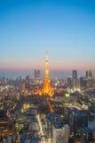 Trevlig sikt för Tokyo torn- och Tokyo stad royaltyfria bilder