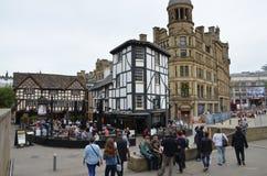 Trevlig sikt på gatabar i Manchester arkivfoto