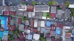 Trevlig sikt uppifrån av hus med belade med tegel tak Bästa sikt av moderna och gamla hus av staden Cityscape av staden och Fotografering för Bildbyråer