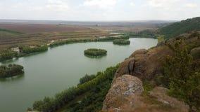 Trevlig sjö med fyrkantiga öar Royaltyfri Foto