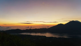 Trevlig solnedgång över havet Arkivbilder