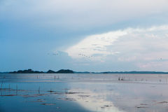 Trevlig solnedgång på sjön som är sydlig av Thailand arkivbild