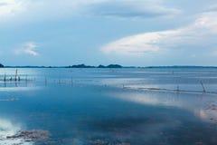Trevlig solnedgång på sjön som är sydlig av Thailand arkivfoto