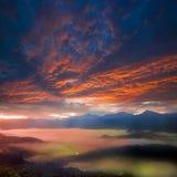 Trevlig soluppgång arkivbild