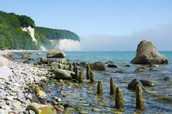 Trevlig stenstrand i Ruegen, Tyskland Arkivfoton