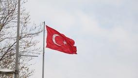 Trevlig stor turkisk flagga för turkisk flagga arkivfilmer