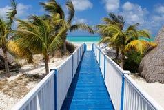 Trevlig strandbro, sydkust av Kuban Arkivbilder