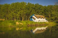 Trevlig stuga på Donaudeltan Arkivfoto