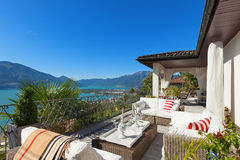 Trevlig terrass av en villa Royaltyfria Bilder