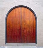Trevlig trävälvd dörr Royaltyfria Bilder
