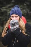 Trevlig ung kvinna fotografering för bildbyråer
