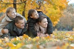 Trevlig vänlig familj arkivbild