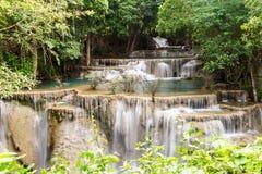 Trevlig vattenfall i Thailand Royaltyfri Bild