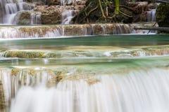 Trevlig vattenfall i Thailand Arkivfoton