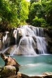 Trevlig vattenfall i Thailand Arkivbilder