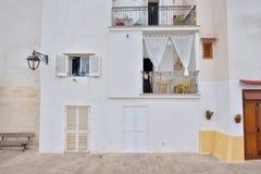 Trevliga Adriatiska havet husfasader med slutare och olikt ljus Co Royaltyfria Bilder
