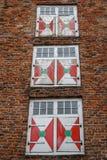 Trevliga fasadfönster i den historiska mitten av Utrecht Royaltyfria Bilder